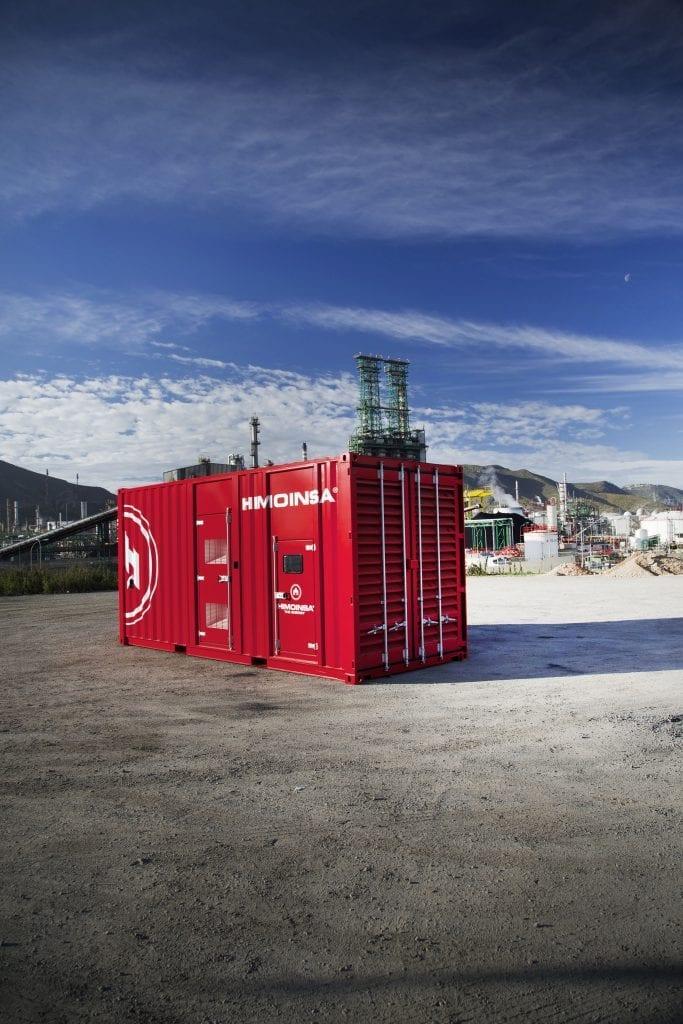 En rød HIMOINSA container